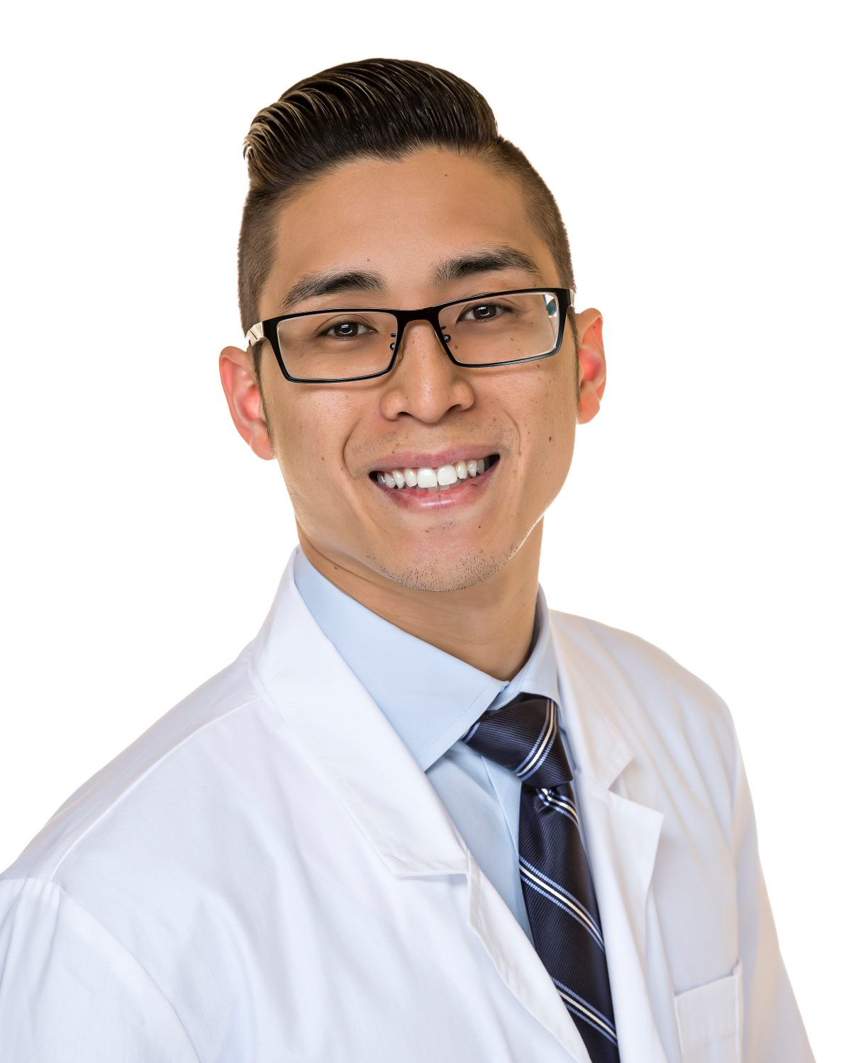 https://dentalopolis.com/wp-content/uploads/2018/07/Doctor-Vincent-Nguyen-1200x1500.jpg